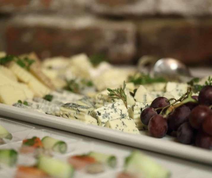 Sýry, víno detail